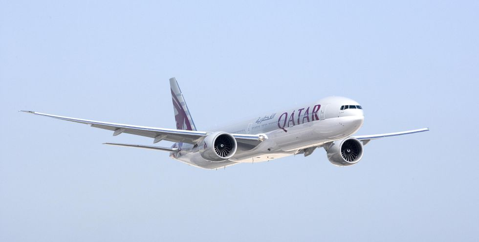 Un B-777 de Qatar Airways, en vuelo.