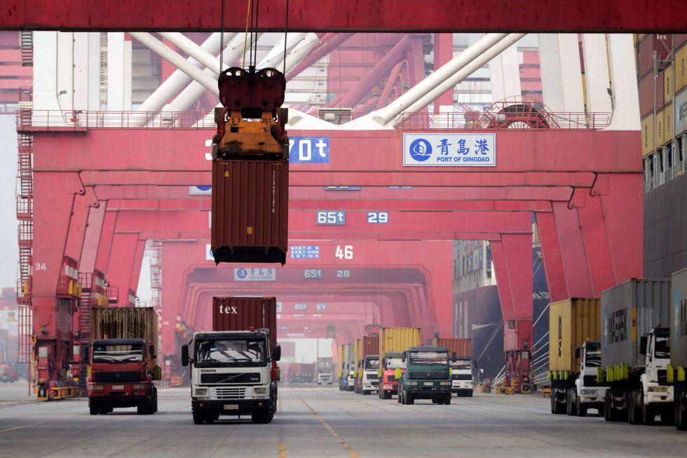 Vista del puerto de carga de Qingdao (Shandong, este de China), el pasado día 8.
