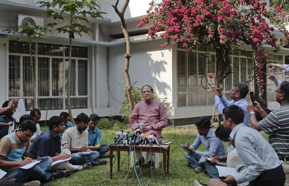 Rueda de prensa en la que el gobernador del Banco de Bangladesh, Atiur Rahman, presentó su renuncia el martes.
