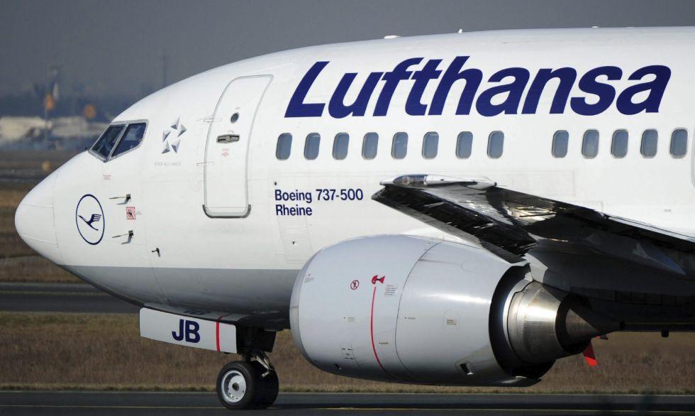 Un avión de la compañía aérea Lufthansa en Fráncfort (Alemania).