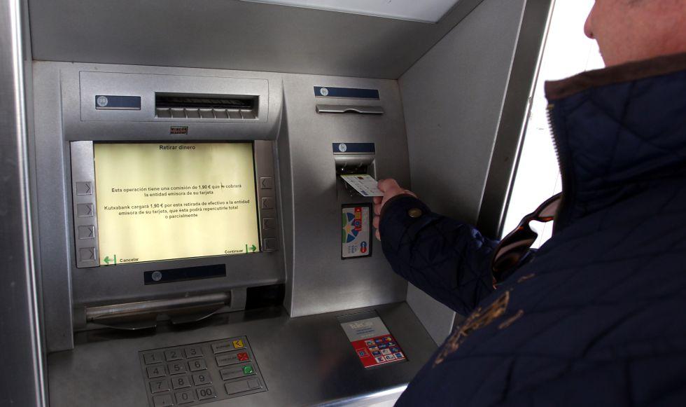 Un fallo inform tico limita sacar como m ximo 150 euros en liberbank econom a el pa s for Dinero maximo cajero