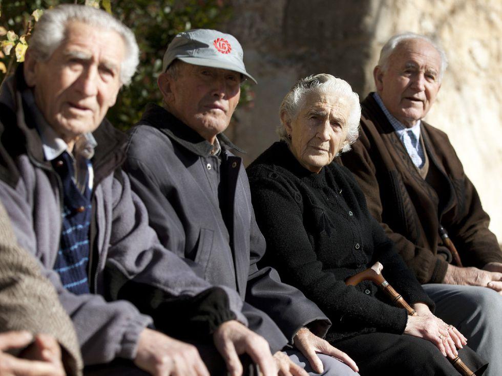 Un grupo de pensionistas de Olmeda de la Cuesta (Cuenca).
