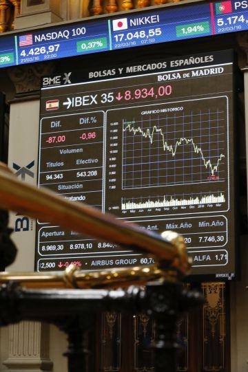 Pantalla con las cotizaciones del Ibex en la Bolsa de Madrid.