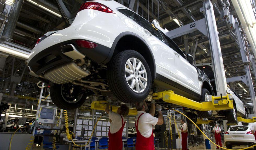 Cadena de montaje del modelo Porsche Cayenne en la planta de Leipzig.