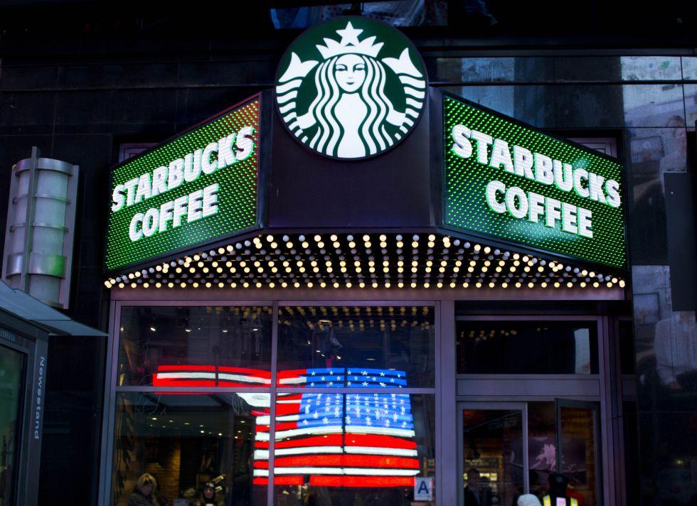 Una cafetería de Starbucks en Nueva York