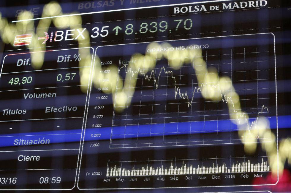 Panel informativo de la Bolsa de Madrid, en una imagen tomada ayer.
