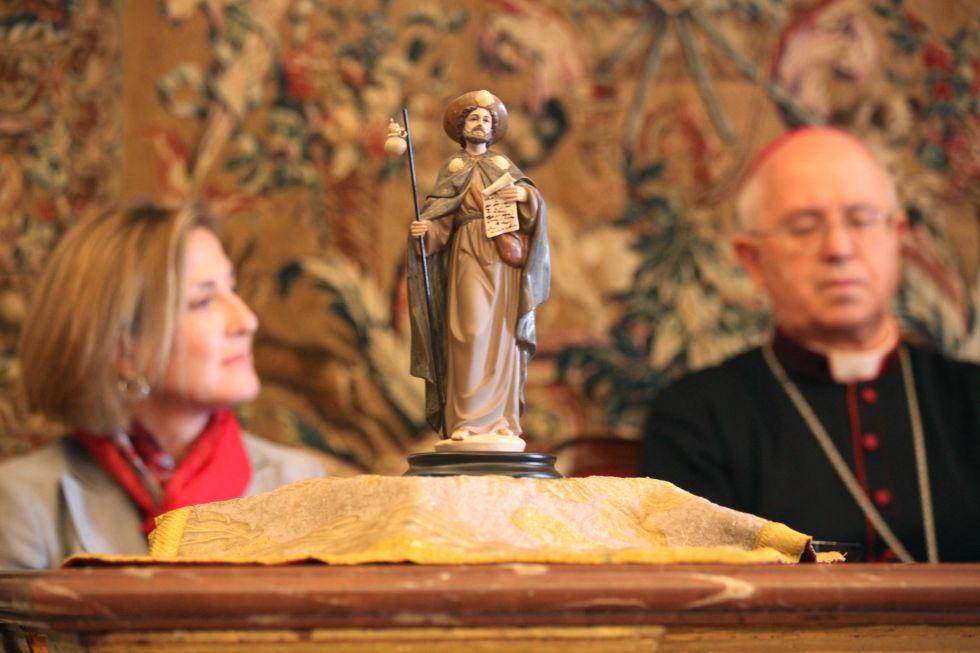 Rosa Lladró en la presentación de la figura del peregrino, en Santiago de Compostela, en una imagen de archivo.