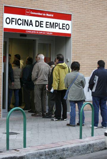Atur registrat l atur baixa en persones a for Oficina atur