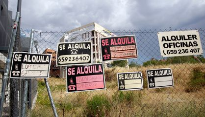 Carteles de anuncios en Madrid.