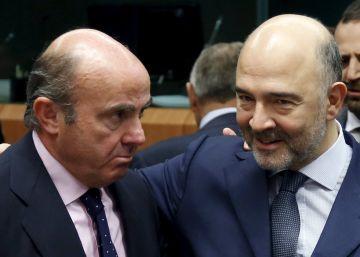 Guindos traslada a Moscovici que no tendrá que hacer grandes ajustes en 2017