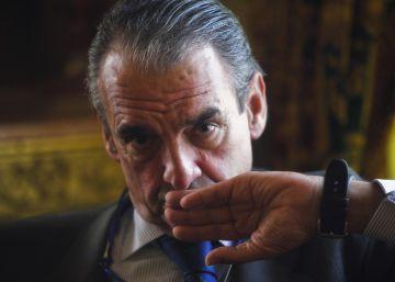 La Complutense retira el título de honoris causa a Mario Conde