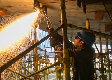 El astillero vuelve a latir en Cádiz