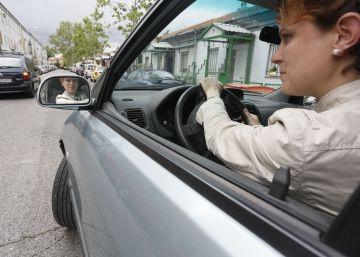 Las mujeres aparcan mejor (pese a los chistes)