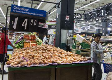 El Gobierno argentino congela los precios de 400 productos hasta septiembre