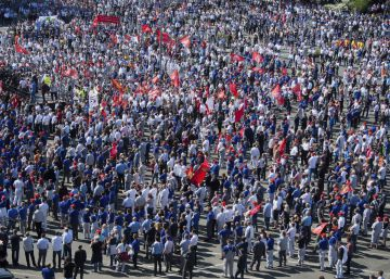 Miles de empleados de Volkswagen protestan en Alemania por la retirada de la paga de beneficios