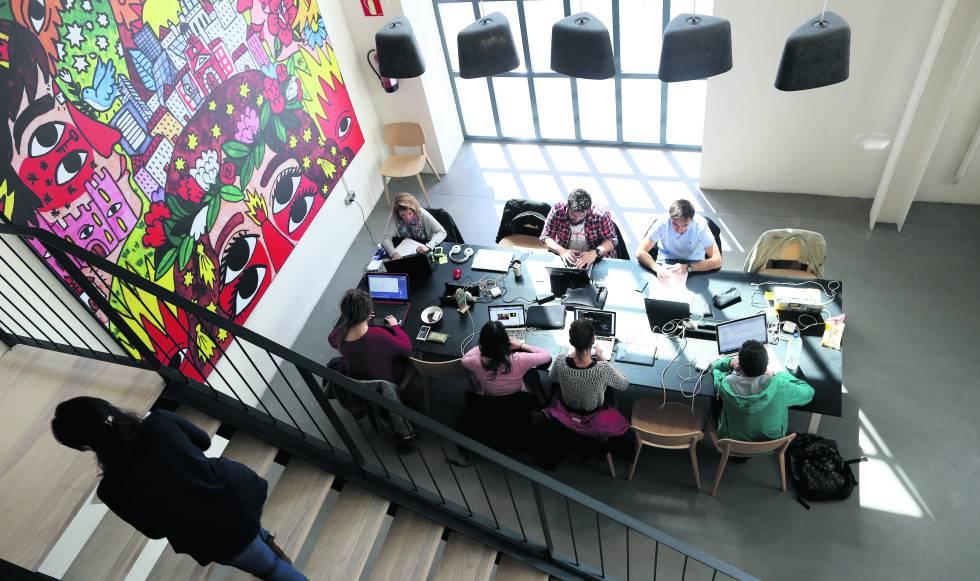 Un grupo de emprendedores en Campus de Google en Madrid.