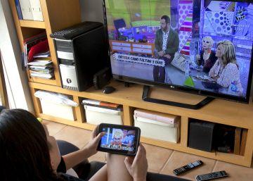 Los españoles recortan el tiempo que ven la televisión al día: 243 minutos