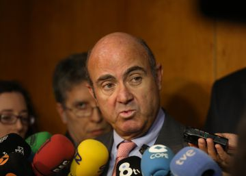 """Guindos afirma que la multa de Bruselas """"no es un tema relevante"""""""
