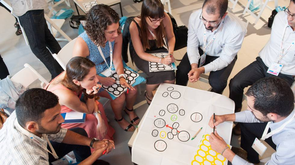 Trabajar en equipo en la era digital econom a el pa s for Busco trabajo para limpieza de oficinas
