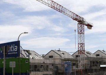 Las empresas achacan la caída del consumo de cemento al parón público