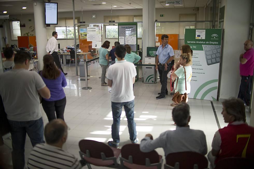 Cae al 1 7 la tasa de ocupados que encuentra empleo for Oficinas inem coruna