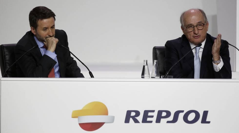 Josu Jon Imaz, consejero delegado de Repsol, y Antonio Brufau, presidente de Repsol