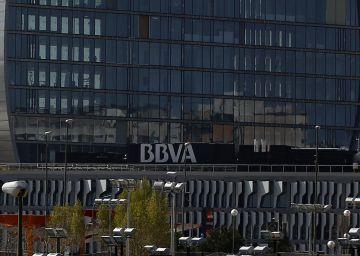 Un exempleado reclama 140 millones al BBVA por usar su firma sin permiso