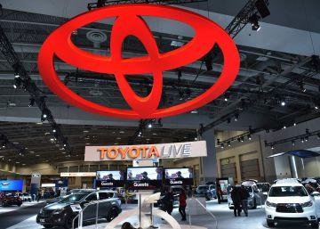 Expositor de Toyota en la fería del automóvil en Washington