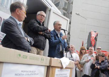 """Los sindicatos piden a los partidos """"convertir en ley"""" su plan de renta mínima"""