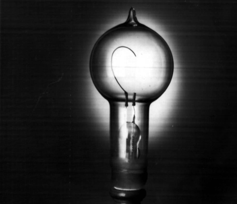 La primera bombilla desarrollada por Edison.