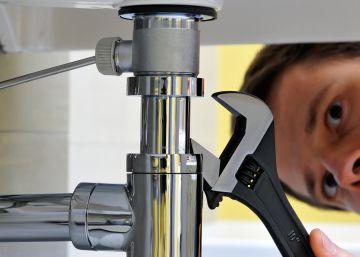 Grifo que gotea y cisterna rota: ¿paga el casero o el inquilino?
