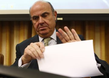 Guindos advierte de que un frenazo en la economía conllevará recortes