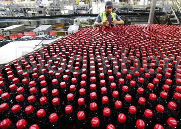 La macroembotelladora de Coca-Cola sube en su estreno en Bolsa