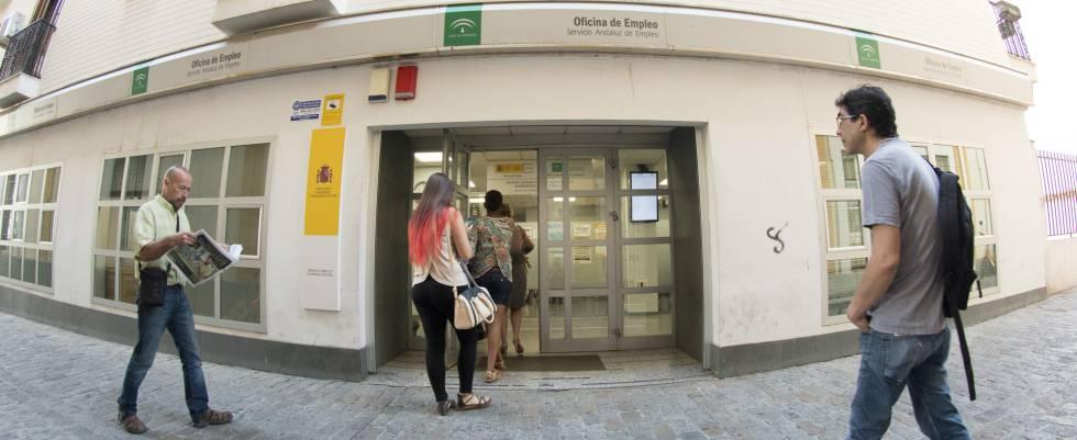 Entrada a una oficina de empleo, hoy en Sevilla.