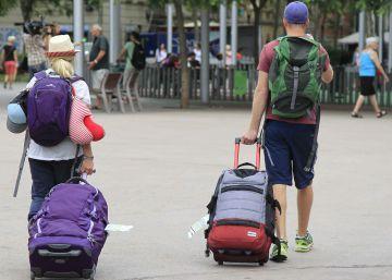 Los turistas gastaron en abril un 4,3% más, pero en estancias más cortas