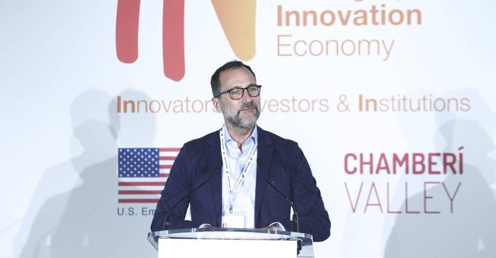 El embajador en España, James Costos, en la jornada IN3 sobre emrpendimiento