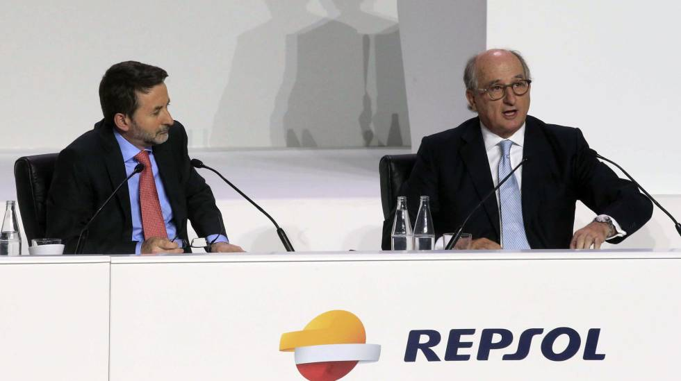 À direita, Antonio Bufrau, ao lado do CEO, Josu Jon Imaz.