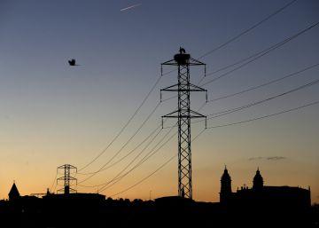 La CNMC recomienda subir a 5,24 euros el margen de comercialización eléctrica