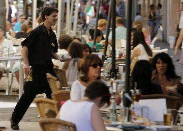 Las familias aumentan con fuerza el gasto, sobre todo en bares y viajes
