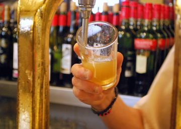 ¿Eres más de copas o de cervezas? El bar se recupera mejor que la discoteca
