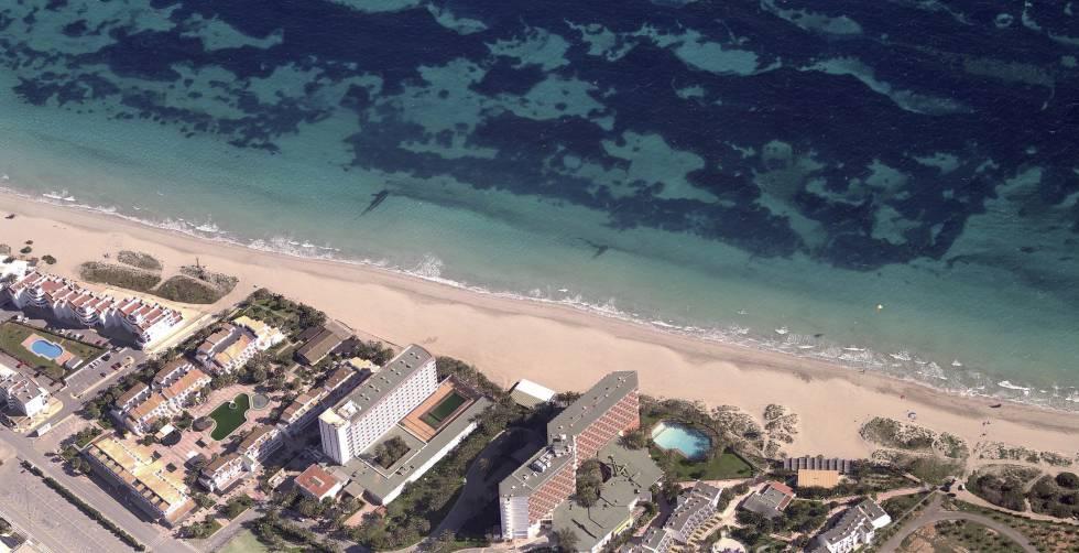 Playa d´en Bossa, en Ibiza, es una de las que más ha subido precios y alquilar un apartamento una semana puede salir por 2.064 euros.