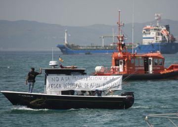 Más de 150 barcos protestan en el Estrecho contra la moratoria del atún rojo