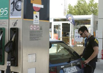 Gasolina, luz y viajes moderaron la caída de los precios en junio