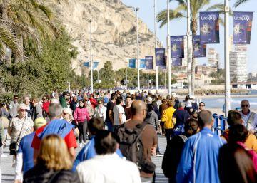 "España vivirá un ""tsunami""de 74 millones de turistas en 2016"
