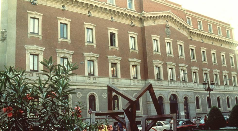 Fachada principal de la sede del Tribunal de Cuentas