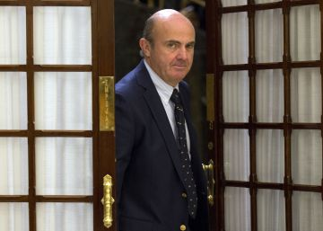 Guindos confía en que Bruselas no multará a España por el déficit