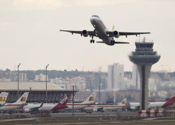 AENA tendrá que compensar a aerolíneas por la subida de tasas de 2012
