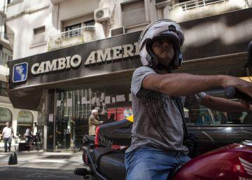 Dólar en Argentina: el 47% de las compras superan un año de salario promedio