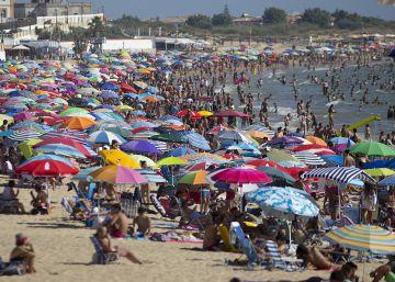¿Ha cambiado la forma de veranear de los españoles? La playa todavía se impone