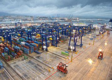 El récord de exportaciones españolas reduce un 31,4% el déficit comercial